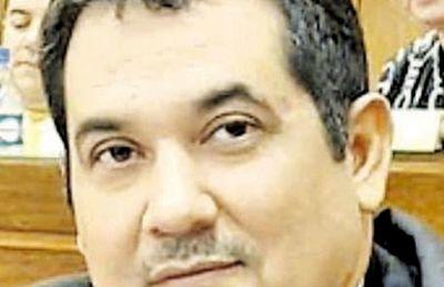 "Aduanas denuncia ""tráfico de influencias"" de Arévalo"
