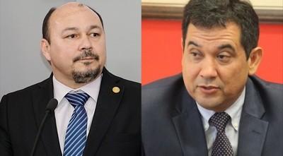 Titular de Aduanas denuncia por tráfico de influencia al senador Arévalo