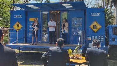 Regional presenta el primer Centro Móvil de Atención Bancaria del país