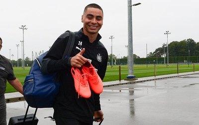 En Inglaterra dicen que Paraguay liberó a Almirón para jugar ante el United