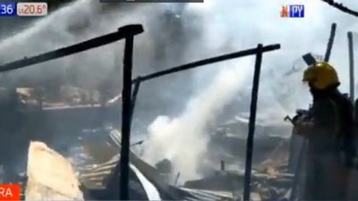 Quema de basura habría provocado incendio en Barrio Republicano