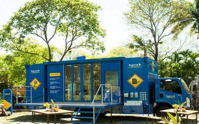 Regional presenta el primer Centro Móvil de Atención Bancaria