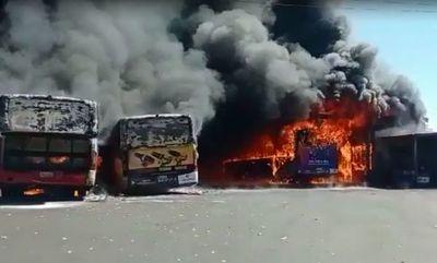 Buses de la Línea 27 fueron totalmente consumidos por incendio