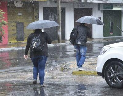 Anuncian tormentas eléctricas para tres departamentos del país