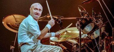 Phil Collins ya no tiene fuerzas para sujetar las baquetas de la batería debido a un problema de salud
