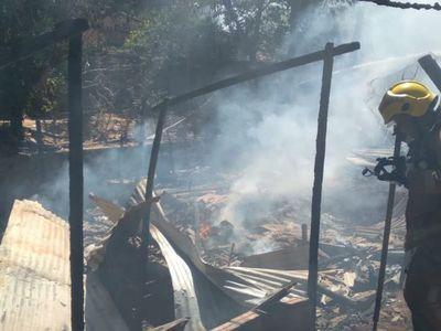 Doce familias del Barrio Republicano perdieron sus casas tras incendio