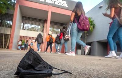 Escuelas de Miami darán incentivo de USD 250 a docentes vacunados
