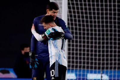Las lágrimas de un nuevo rey: Lionel Messi lloró la noche que superó al mítico Pelé