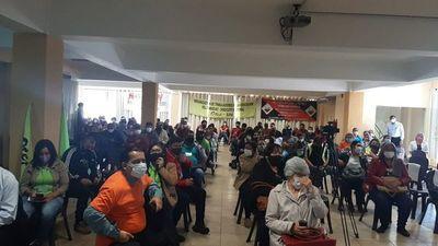 Docentes rechazan negociar 16%  y piden más para kits y alimentos