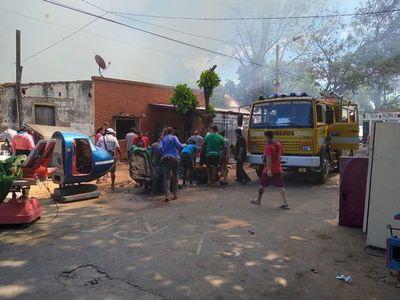 Cortocircuito inició el fuego: Ocho familias son afectadas por incendio en Asunción