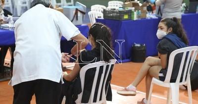 La Nación / Día A: más de 1.000 adolescentes ya fueron vacunados en la SND
