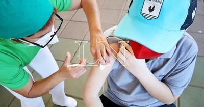 La Nación / Reclaman falta de dosis para adolescentes en el Sanatorio Británico