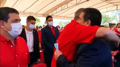 """Pálido """"abrazo cicatriz"""" entre Marito y HC en el 134° aniversario de la ANR"""