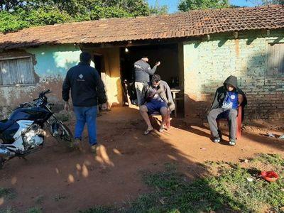 Ex policía con antecedentes y otro hombre son detenidos por asalto en Misiones