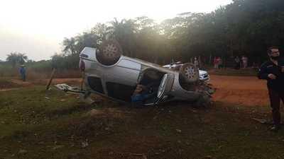 Joven muere tras vuelco de vehículo en San José de los Arroyos