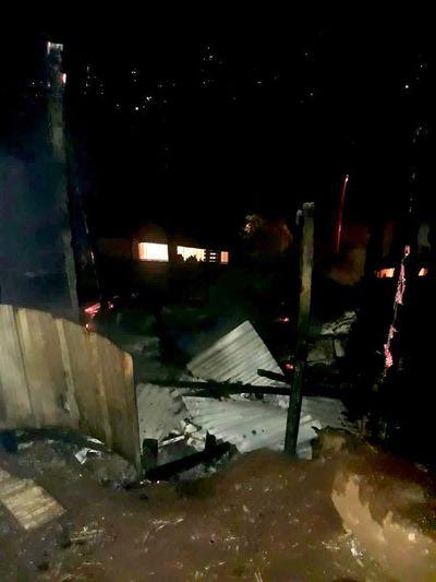 Incendio provocado reduce a cenizas una precaria vivienda