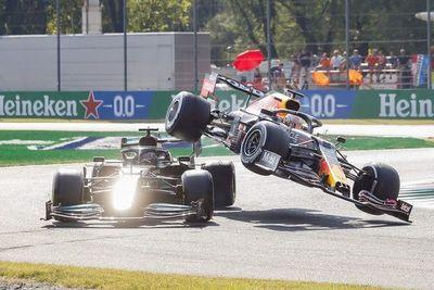 Verstappen (Red Bull) y Hamilton (Mercedes) se chocan y quedan fuera del GP de Italia