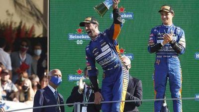Daniel Ricciardo gana en Monza mientras arde el mundial
