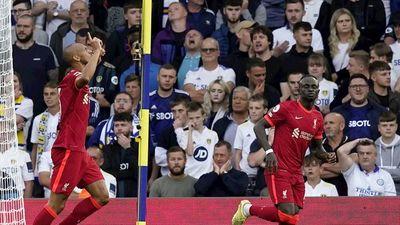 El Liverpool golea a Leeds y mantiene el pulso
