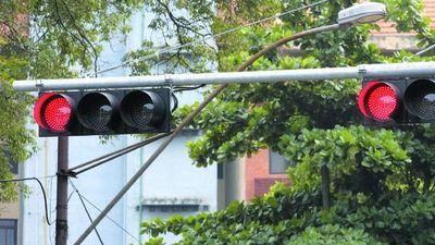 Motochorros aprovechan los  semáforos en rojo para robar