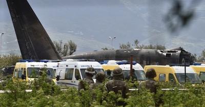 La Nación / Al menos 13 muertos en Argelia en un espectacular accidente de tráfico
