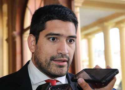 Director de Aduanas sigue gozando de la confianza de Mario Abdo, dice Mauricio Espínola