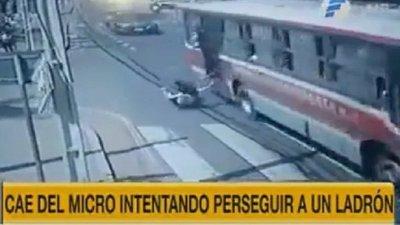 Dolor e impotencia: Muere la joven que cayó de un bus tras ser asaltada