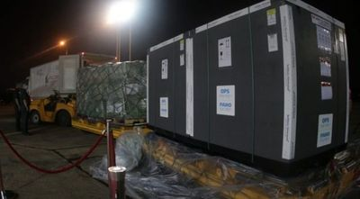 Llegaron 306.900 vacunas donadas por España