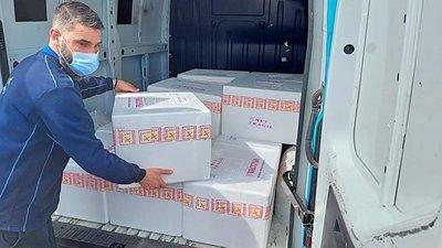 Llegaron más de 300 mil dosis de vacuna donada por España
