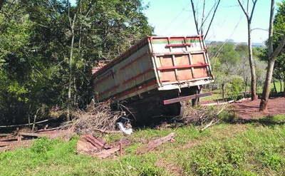 Adolescente arrolló con camión accidentalmente a su hermanito