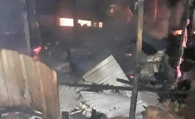 Presunto adicto quema vivienda de madera en el barrio Remansito