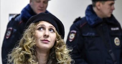 La Nación / Condenan en Rusia a miembro de Pussy Riot por convocar a una manifestación