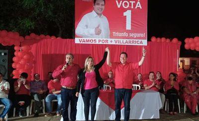 Se abrazó a quién acusó de robarle las elecciones en Villarrica