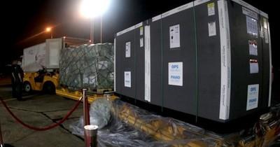 La Nación / Llegaron 306 mil dosis de AstraZeneca