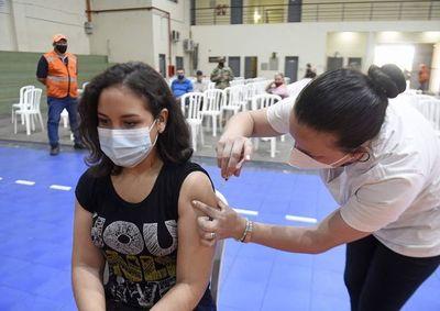 Irregular entrega de vacunas a través de Covax seguiría por otro año, afirman