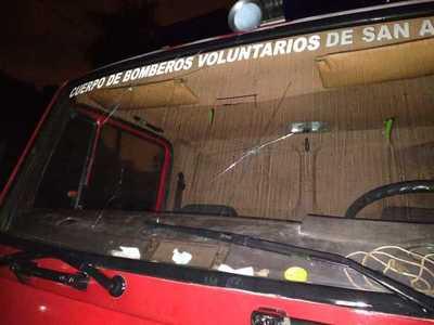 Bomberos apelan a la ciudadanía para reparar ambulancia y autobomba dañados por el temporal