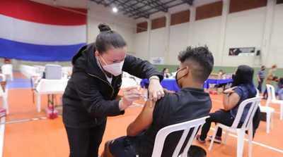 Jóvenes de 19 años representaron el 75% de vacunados este lunes con una cifra que llegó a más de 37.000 inoculados