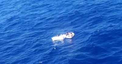Madre muere deshidratada tras amamantar a sus hijos para salvarlos de un naufragio: estuvieron cuatro días a la deriva