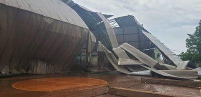 Temporal derribó polideportivo de colegio en Caazapá