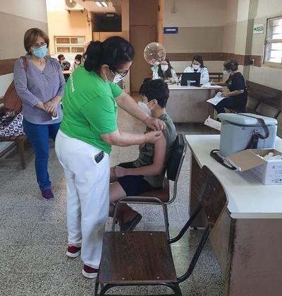 """Más de 16.000 adolescentes con comorbilidad se vacunaron en exitosa jornada del """"Día A"""" – Prensa 5"""