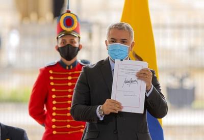 Iván Duque sanciona la nueva reforma tributaria aprobada tras las protestas
