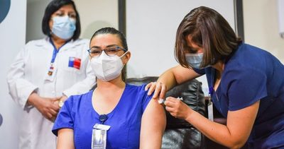 Chile defiende tercera dosis pese a recomendaciones de científicos de la OMS