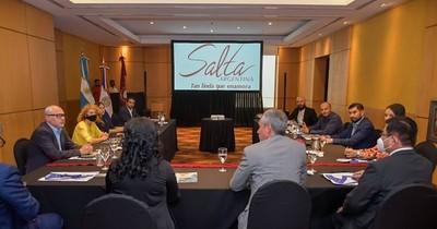 La Nación / Firman acuerdo con la provincia de Salta a fin de reabrir la frontera para el comercio y turismo