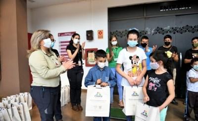 Premian a niños ganadores de un concurso ambiental