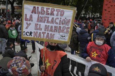 Inflación en Argentina sigue en una meseta elevada