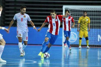 Paraguay cae ante España en su debut