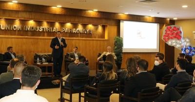 La Nación / Cartes compartió con la juventud empresarial de la UIP