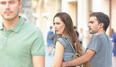 """Crónica / """"Me dice que les miro a hombres todo el tiempo"""""""