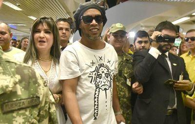 """Empresario ligado a  la """"prófuga"""" Dalia López aparece en escándalo de Aduanas"""