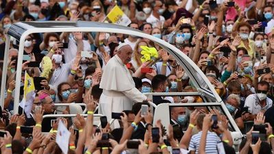 """El Papa invita a la """"fidelidad"""" y pide no """"banalizar"""" el amor"""
